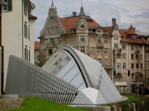Notrufzentrale mit Muschel-Dach